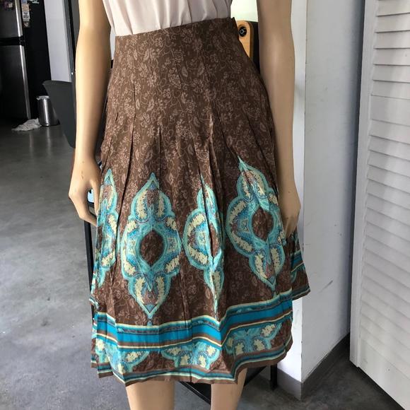 H&M Dresses & Skirts - BEAUTIFUL ETHNIC PRINT PLEATED SKIRT